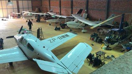 El hangar en el que fue hallado el helicóptero junto a las otras aeronaves