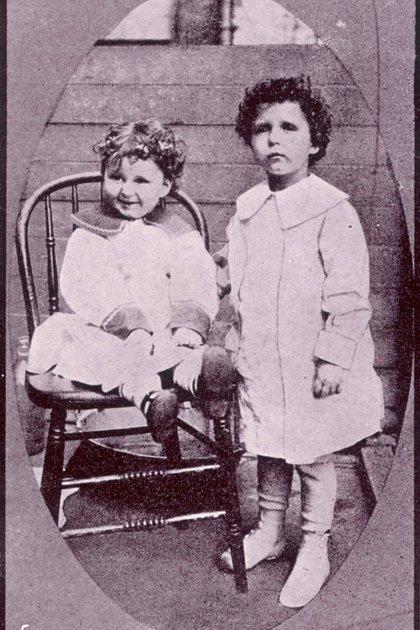 Michael se hacía llamar Lolo y Edmund Momon. Así se los había pedido su padre para que no se descubrieran sus identidades. Cuando llegaron a Nueva York, nadie sabía quiénes eran. Credit: Photo by Historia/Shutterstock