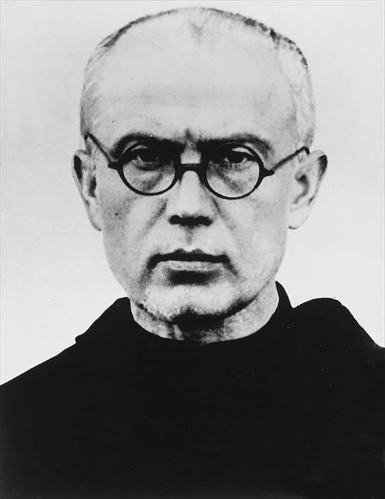 En el campo de exterminio nazi ofreció su vida a cambio de la de un prisionero polaco que era padre de familia (Wikipedia)