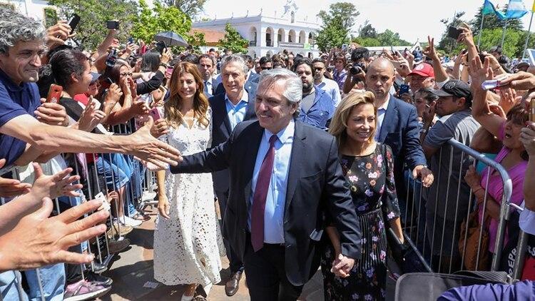 Alberto Fernández en primer plano. Más atrás, Mauricio Macri (Gustavo Gavotti)