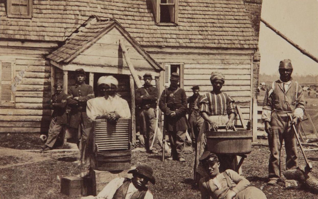 Esclavos escapados en los años de la Guerra de Secesión. (Mathew Brady/Wikipedia)