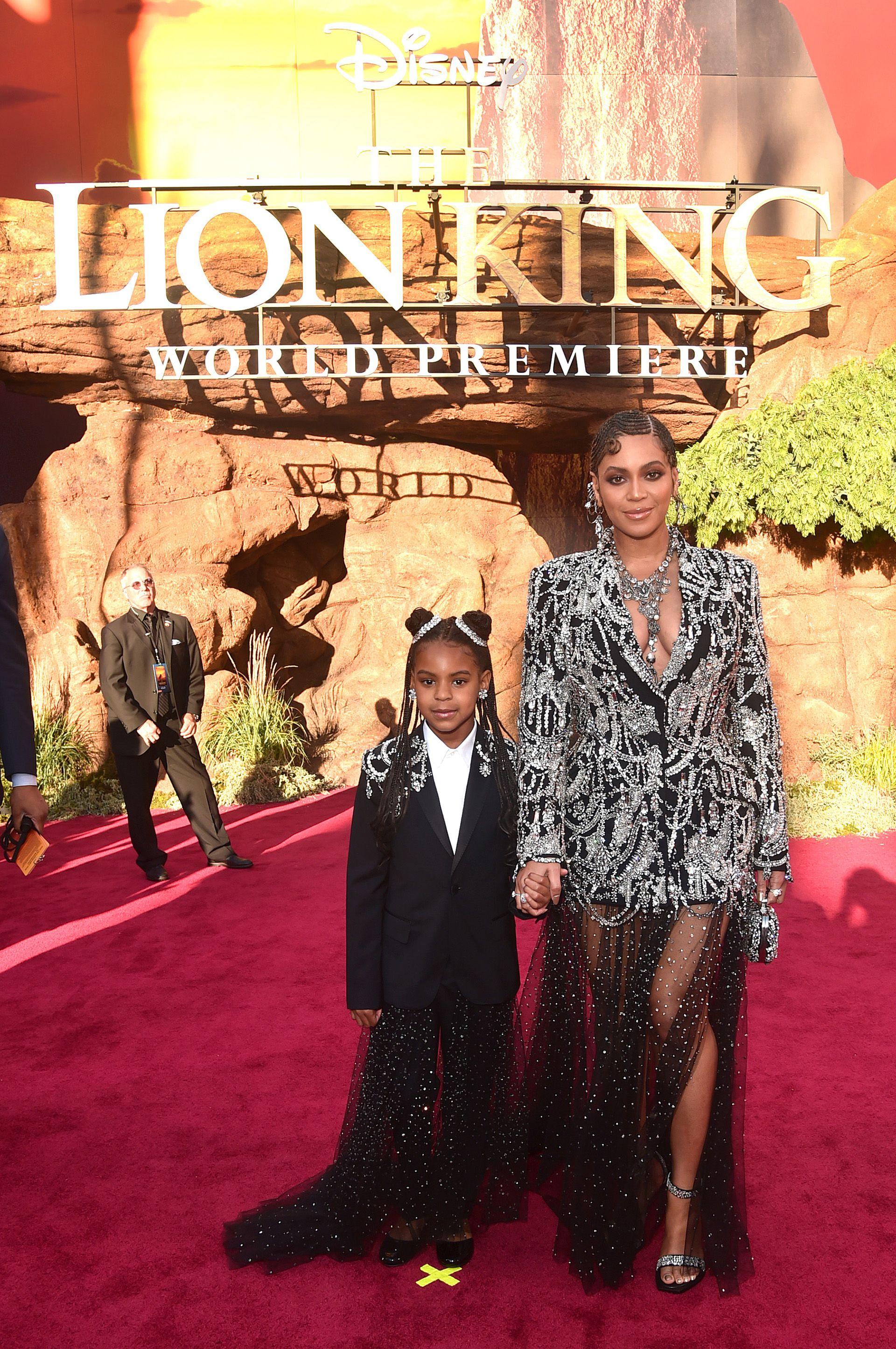 La pequeña Blue Ivy Carter junto a su madre, Beyonce Knowles-Carter en la premiere mundial del film 'El rey Leon'