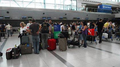 Los bancos ya enviaron comunicaciones a los viajeros para alertarlos sobre la aplicación del impuesto del 30 por ciento