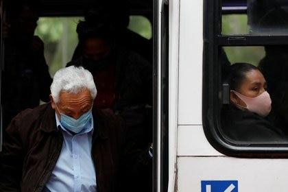 Salud no descarta que México pueda retroceder hasta el color rojo del semáforo epidemiológico (Foto: REUTERS/Carlos Jasso)