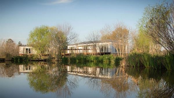 La Posada se define como un espacio elegante, sofisticado y versátil, conectado con la belleza y la tranquilidad de la naturaleza.