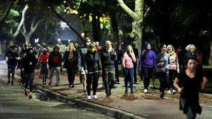 Los infectólogos alertaron por el riesgo epidemiológico que puede provocar la salida masiva de gente a correr sin respetar las medidas de distanciamiento (Reuters).