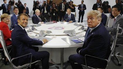 Angela Merkel, Justin Trudeau, Emmanuel Macron, Boris Johnson, el presidente del Consejo Europeo Donald Tusk, Donald Trump, Giuseppe Conte y Shinzo Abe en la cumbre del G7 en Biarritz, Francia, el 25 de agosto de 2019 (Photo by PHILIPPE WOJAZER / POOL / AFP)