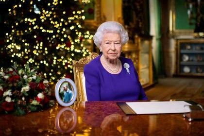 La reina Isabel II durante su último discurso navideño. Jones/Pool via REUTERS/Archivo