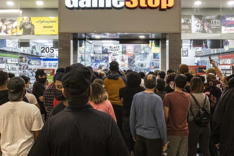 ¿Todavía estás en busca de una nueva consola de videojuegos? Por esto no consigues una.