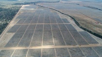 Vista aérea de la planta fotovoltáica del municipio de Villa de Arriaga, en san Luis Potosí (México. EFE/Ulises Andrade/Archivo)