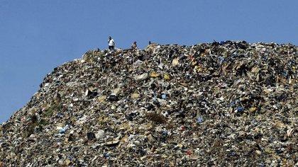 China, Estados Unidos e India son los tres países que generan más basura en el mundo. Muy lejos, aparece el resto(AFP Photo/Mahmoud Zayat)