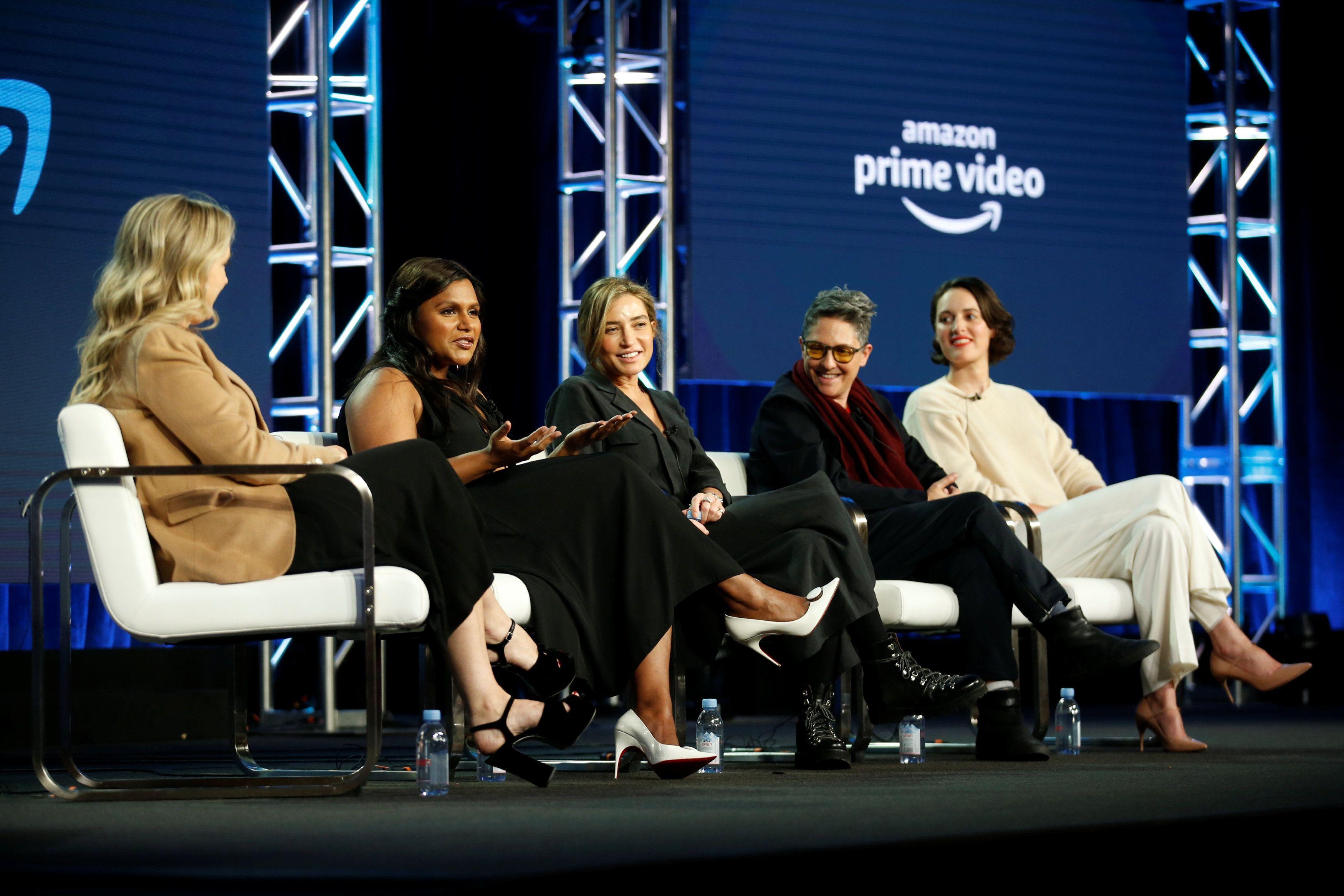 """La directora de Amazon Studios, Jennifer Salke, con la productora Mindy Kaling (""""Late Night""""), la directora Reed Morano(""""The Power""""), la creadora Jill Soloway (""""Transparent"""") y la productora Phoebe Waller-Bridge (""""Fleabag"""") en una mesa de la Asociación de Críticos de Televisión. (REUTERS/Danny Moloshok)"""