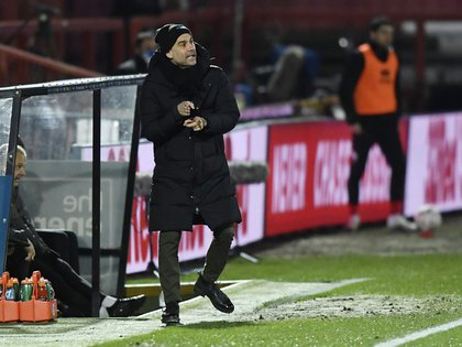 Guardiola habló sobre el duelo con el Cheltenham Town en el The Jonny-Rocks Stadium (Foto: Reuters)
