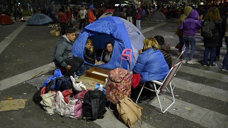 Los piqueteros acamparon en la 9 de Julio para pedir más planes y la emergencia alimentaria (Adrián Escandar)