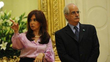 Cristina Kirchner y Jorge Taiana, juntos en una imagen de archivo que se repetirá