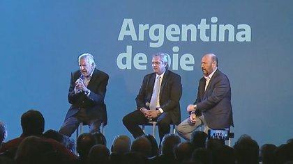 Alberto Fernández estuvo acompañado por José Luis Gioja y Gildo Insfrán