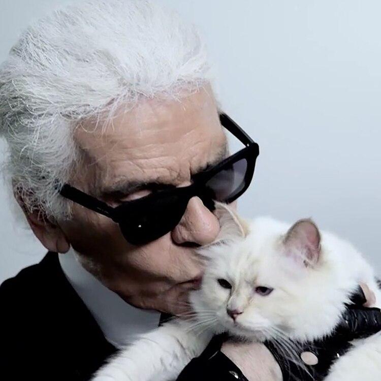 Karl Lagerfeld y su gata