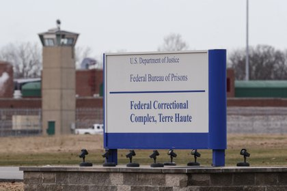 In this file image, taken on December 10, 2019, the sign at the entrance to Terre Haute Prison, Indiana.  (AP Photo / Michael Conroy, fil)