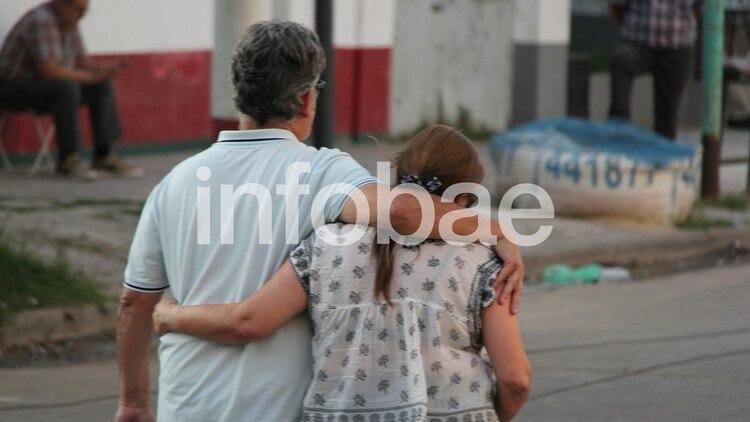 Los padres de Alejo Milanesi, durante la visita a su hijo en el penal de Dolores (Ezequiel Acuña)