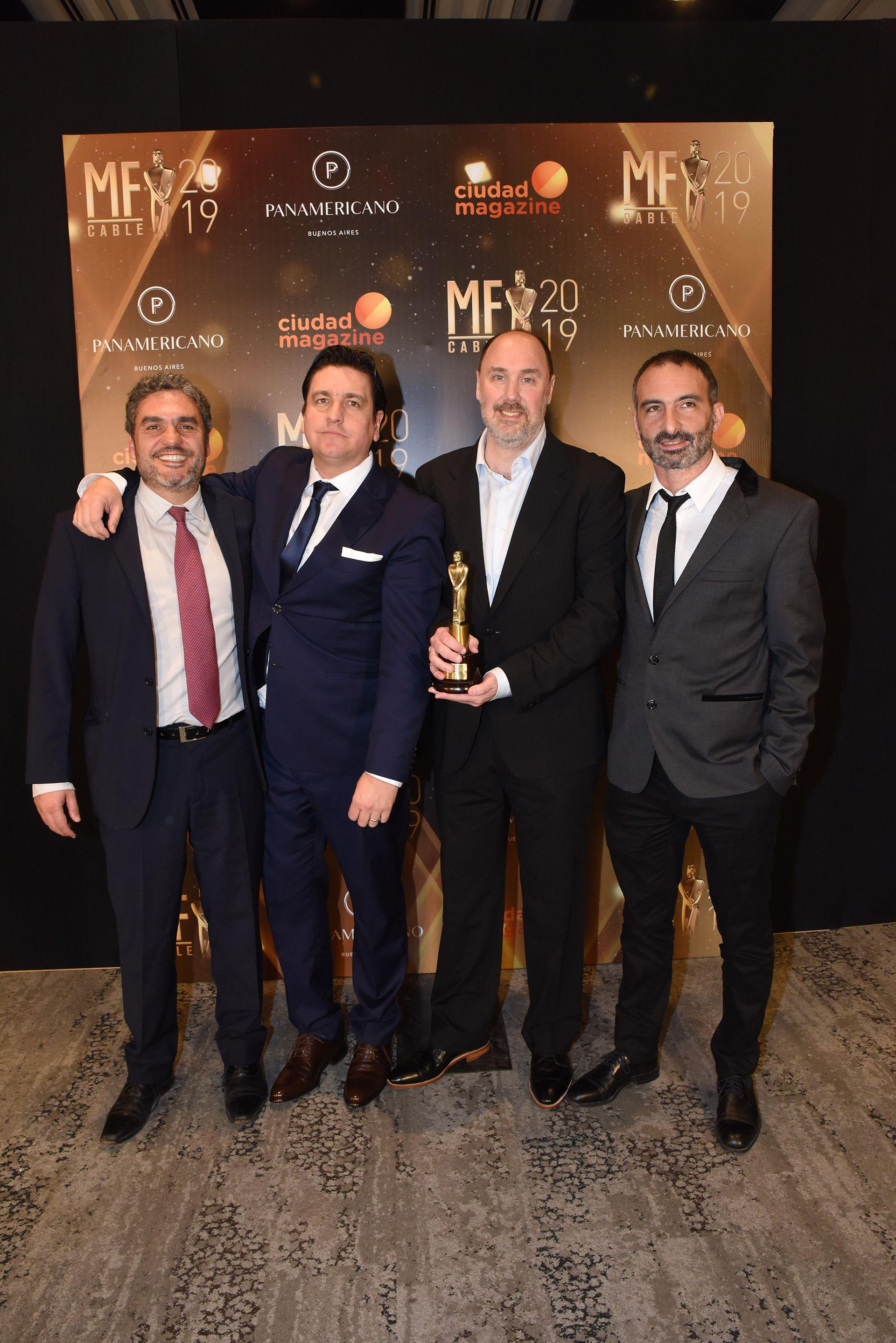 """Carlos González Prieto, Martín Caramella, Darío Naftulewicz y Leo Meloni, del equipo de """"MMD Maxi Mediodía"""", ganador en la terna mejor programa económico"""