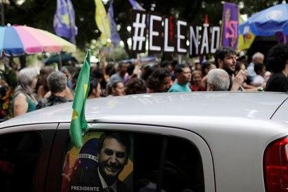 Además de ofender con sus polémicas declaraciones, Bolsonaro es repudiado por una parte de los brasileños por su defensa de la dictadura militar (1964-1985)