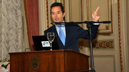 El experto Alberto Bernal dijo que el Gobierno debe llegar a un rápido acuerdo con sus acreedores para enfrentar mejor el crítico panorama económico