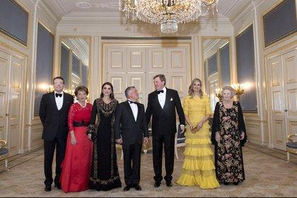 El príncipe Constantino, la princesa Margarita de los Países Bajos, la reina Rania, el rey Abdalá II, el rey Guillermo Alejandro, la reina Máxima y la princesa Beatrix