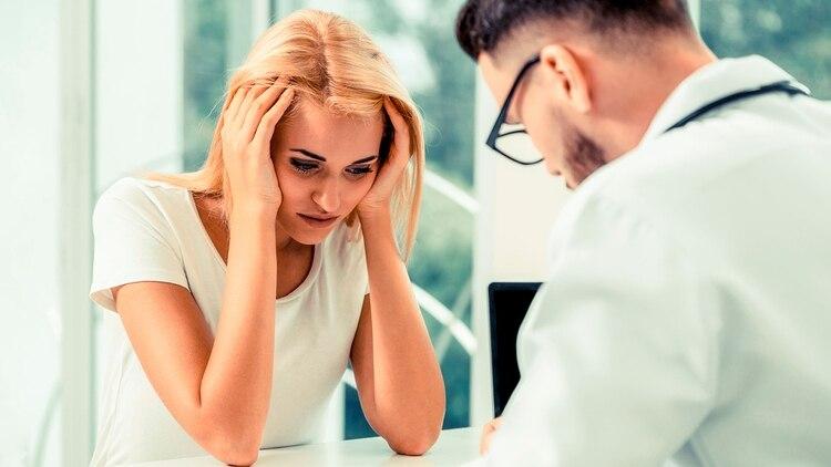 Otras categorías son la asociada al ciclo menstrual y la menstrual pura, donde los factores hormonales son clave (Shutterstock)