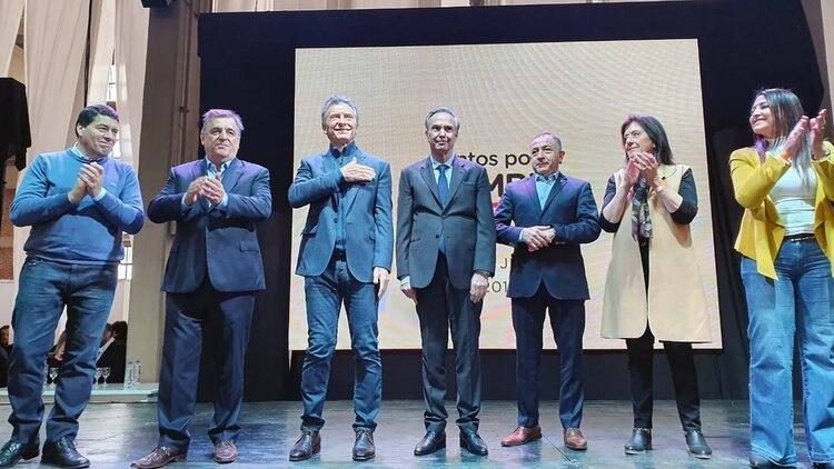 Mauricio Macri y Miguel Ángel Pichetto junto a Mario Negri y candidatos locales (Prensa Juntos por el Cambio)
