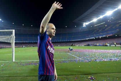 Con el Barcelona, Iniesta ganó 32 trofeos (AFP)