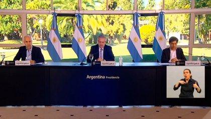 Alberto Fernández, Horacio Rodríguez Larreta y Axel Kicillof durante el anuncio del viernes