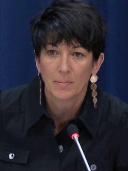 Ghislaine Maxwell, asociada a Jeffrey Epstein y a su red de tráfico de menores con fines sexuales, durante una conferencia de prensa sobre los océanos y el desarrollo sostenible en las Naciones Unidas en Nueva York, Estados Unidos, el 25 de junio de 2013 (Reuters)