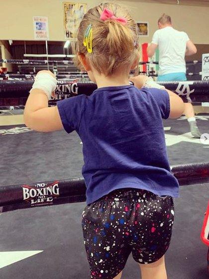 La hija del Canelo apoyó a su padre en uno de sus entrenamientos. (Foto: Instagram)