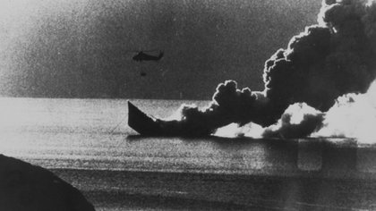 La Fragata Antelope no pudo sobrevivir a las acciones combinadas de los aviones de la Fuerza Aérea y la Armada. Foto: AFP.
