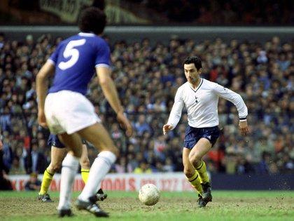 Osvaldo Ardiles el 3 de abril de 1982, en la semifinal de la FA Cup ante Leicester: fue el último partido antes de abandonar el equipo por la guerra de Malvinas (Foto: Reuters)