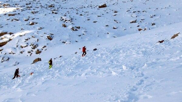 La avalancha sepultó a Hayden Kennedy y a Inge Perkins. El joven logró emerger de entre la nieve, pero ella no pudo (AP)
