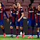 El delantero argentino del Barcelona Lionel Messi (2i) celebra el segundo gol de su equipo ante el Elche durante el partido de LaLiga Santander que se disputó en el Camp Nou. EFE/ Enric Fontcuberta.