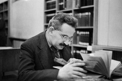 Walter Benjamin en la Biblioteca Nacional de Frankfurt en 1939