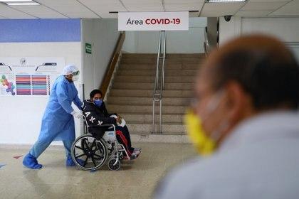 Apuntó que para determinar que el paciente volvió a enfermarse de COVID-19, es importante verificar que la primera prueba, del tipo PCR, dio positivo (Foto: REUTERS/Edgard Garrido)