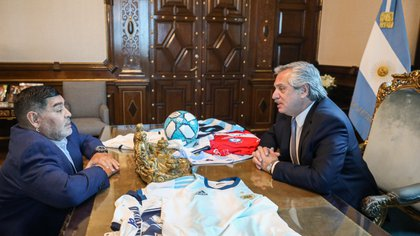 Alberto Fernández mostró su preocupación por la salud de Diego (Foto: Reuters)