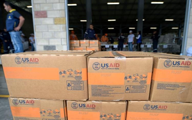 Gran parte de la ayuda humanitaria permanece en centros de acopio en Colombia (Foto de Raul ARBOLEDA / AFP)