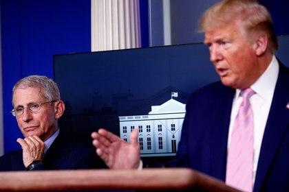 Donald Trump y Anthony Fauci, asesor de salud de la Casa Blanca (REUTERS/Tom Brenner)