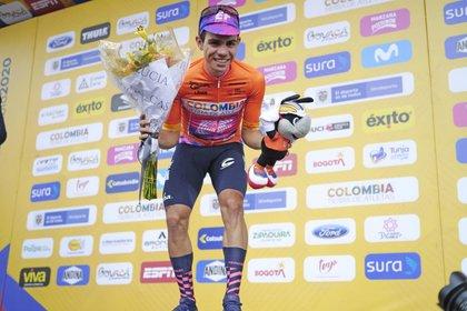 Foto de archivo. El colombiano Sergio Higuita de EF Education First Pro Cycling celebra después de ganar la cuarta etapa del Tour de Colombia, 14 de febrero de 2020