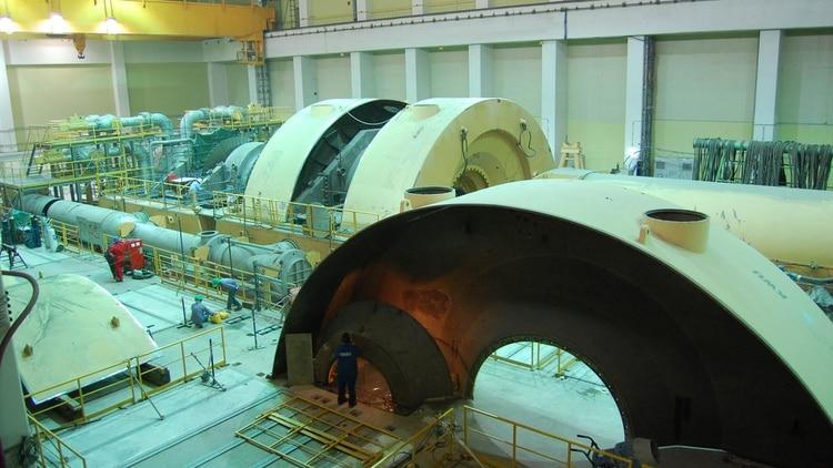 Las medidas de seguridad en las centrales nucleares Atucha I y Atucha II son extremas, al punto que cada sistema de seguridad se multiplica por cuatro. Es decir, si falla el primero, siempre hay otro back up y una red de contención más. Técnicamente, los llaman Sistemas Redundantes de Seguridad.