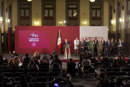 Andrés Manuel Lopez Obrador, presidente de México, acompañado de su gabinete encabezó conferencia de prensa en Palacio Nacional donde se anunció la segunda fase de riesgo de contagio COVID-19. (Foto: Cuartoscuro)