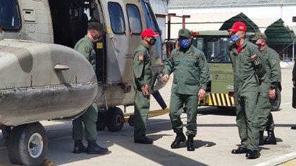 El ministro de Defensa de Maduro, muy activo en redes sociales, suele subir fotos a sus cuentas sobre sus actividades oficiales