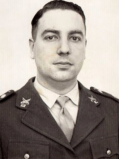 Coronel (post mortem) Argentino del Valle Larrabure, estuvo 372 días en cautiverio y fue asesinado por miembros del ERP (Ejército Revolucionario del Pueblo) luego de haberlo torturado
