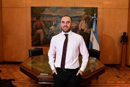 Martín Guzmán en su despacho del Palacio de Hacienda