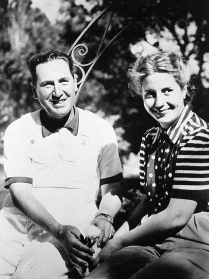 """Pocos días antes del 17 de octubre, desde la prisión Perón le escribió a Eva: """"Adorable tesoro, tan pronto salga de aquí nos casaremos y nos iremos a vivir a cualquier sitio…"""""""