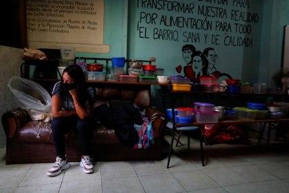 Hay 175 embarazadas con Coronavirus en barrios populares de la Ciudad de Buenos Aires. REUTERS/Agustin Marcarian